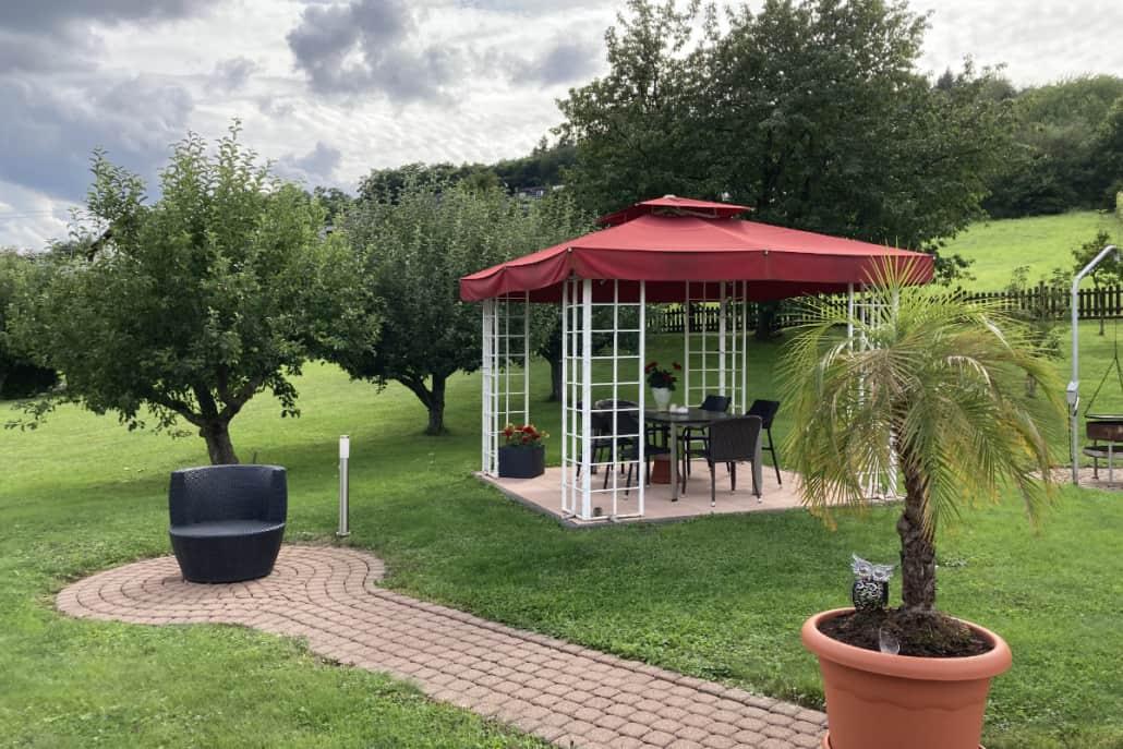 Ausblick auf den großen Garten