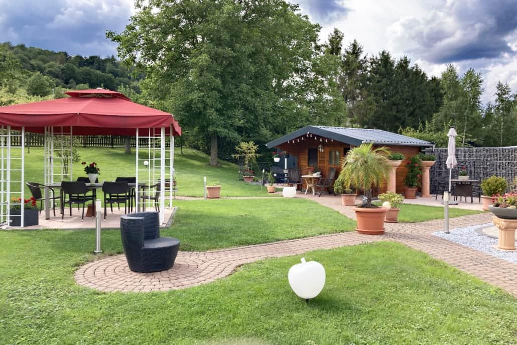 Kalverkamp Garten mit Pavillon